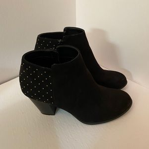 👠 Old Navy Gold Studded Bootie